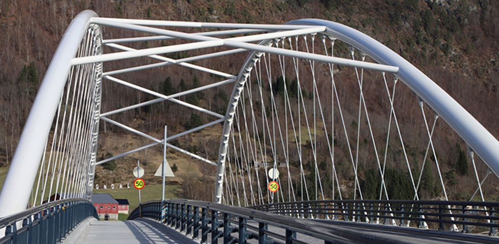 Landmark Norwegian fjord bridge stays ahead of the curve second image