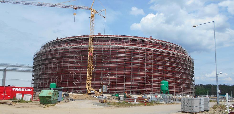 2100 Tonnes Of Barnshaws Polska Steel Plate Supports Oil Storage Tank Project first image